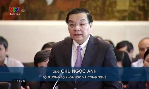 代表Phung Duc Tien质疑科学和技术部长