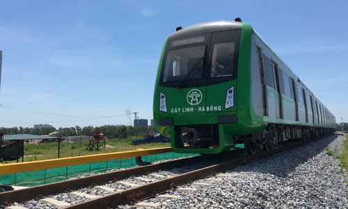 开始测试Cat Linh  -  Ha Dong铁路列车
