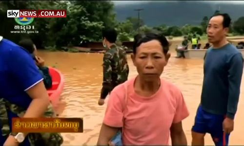 由于老挝的洪水,成千上万的柬埔寨人撤离