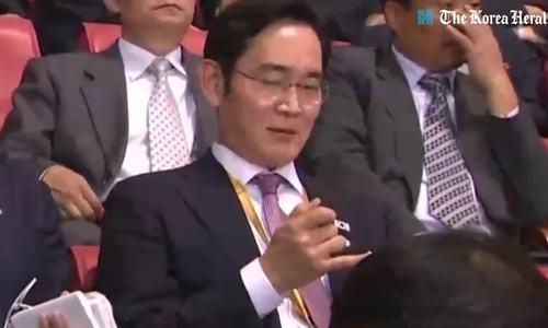 韩国男士对唇彩的潮流着迷