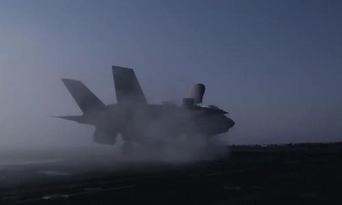 美国F-35B超级战斗机首次发动空袭