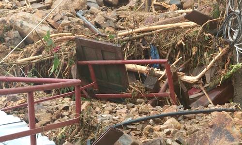数百人在Nha Trang找到埋在瓦砾中的受害者