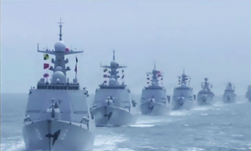 中国战舰在70年的海军游行期间