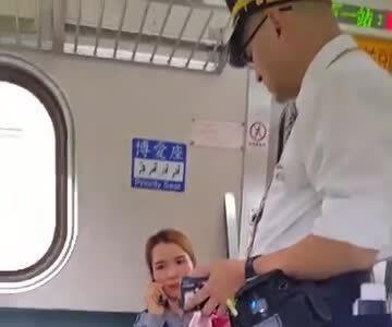 越南女性顾客大吼大叫台湾售票员
