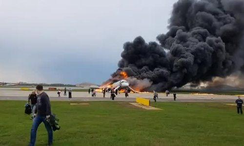 由于车厢内有火灾,俄罗斯飞机紧急降落
