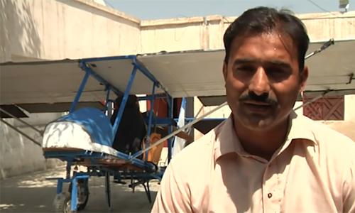 巴基斯坦人试图飞行时自己制造了飞机