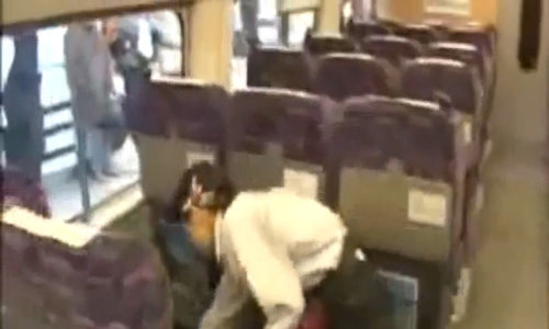 '7 phút thần kỳ' dọn tàu cao tốc của nhân viên vệ sinh Nhật Bản
