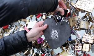 Cầu khóa tình yêu ở Paris bị dỡ