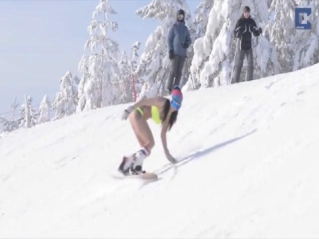 Mặc bikini trượt tuyết trở thành xu hướng mới toàn cầu