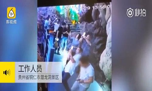 Khách Trung Quốc đạp vỡ nhũ đá hàng nghìn năm tuổi