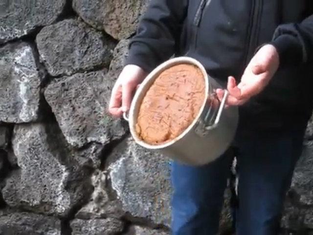 Bánh mì nướng bằng cách chôn dưới đất
