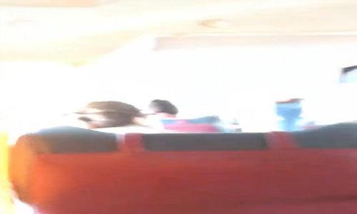 Clip khách nước ngoài bị vứt hành lý, đuổi xuống xe ở Nha Trang gây xôn xao