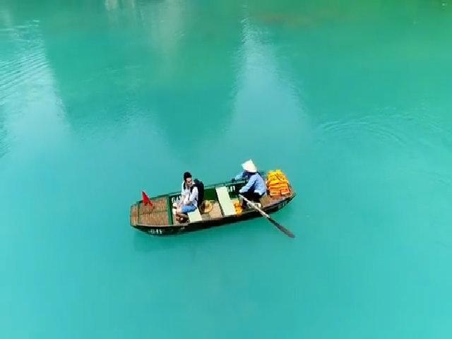 Cuối hè, đến Ninh Bình tận hưởng 'sông nước mây trời' như Quang Vinh