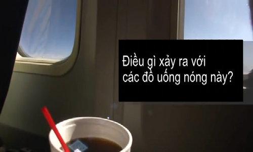 Lý do tiếp viên phục vụ cà phê trên máy bay nhưng không bao giờ uống
