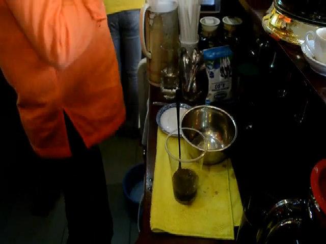 Quán cà phê đông nghẹt khách sau khi đón Thủ tướng Canada