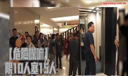 Khách Trung Quốc chen lấn khiến thang máy bị đứt dây