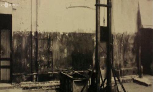 Khách Tây nín thở khi lần đầu thấy máy chém trong nhà tù Hỏa Lò