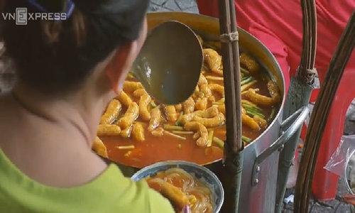 Gánh bánh canh 30 năm ở Sài Gòn: muốn ăn ngon phải trả 200.000 đồng