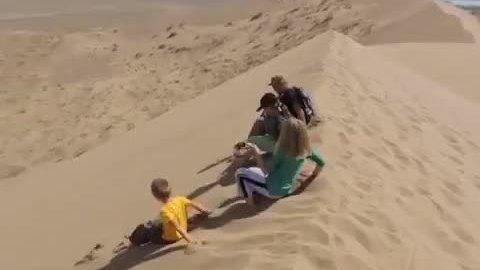 Cồn cát biết hát trên sa mạc đá ở Kazakhstan - ảnh 2