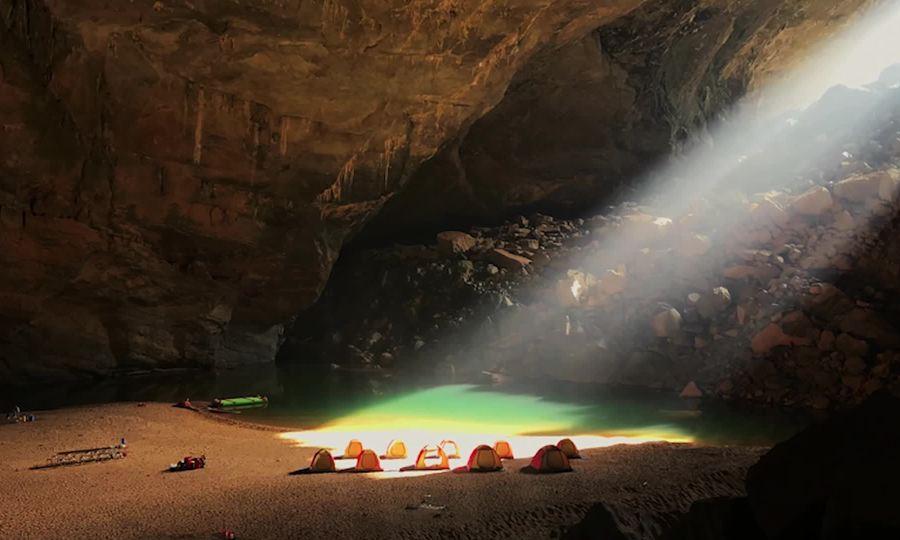 Vẻ nguyên sơ bên trong hang Sơn Đoòng