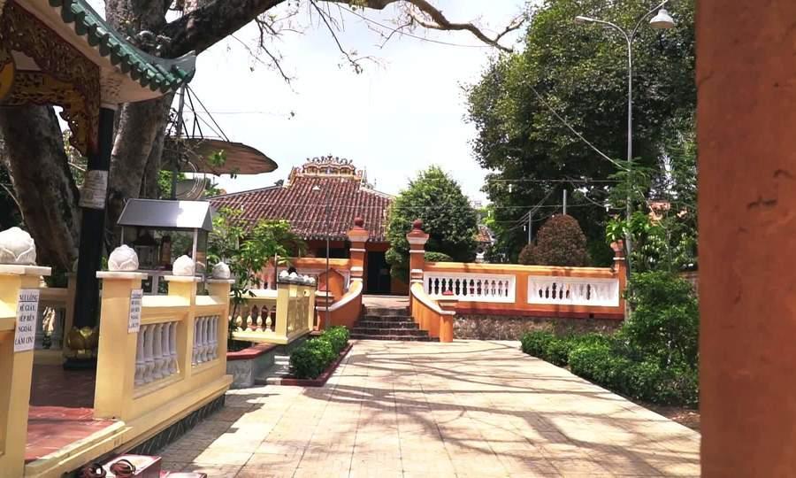 Khách Tây thấy ngưỡng mộ người Việt khi thăm chùa cổ nhất Sài Gòn