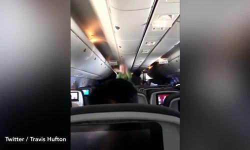 Màn dỗ con hút triệu view của ông bố trên máy bay