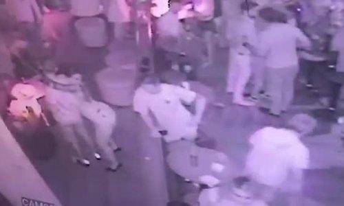 Sàm sỡ phụ nữ trong hộp đêm, khách Tây bị đâm thủng ngực - ảnh 1