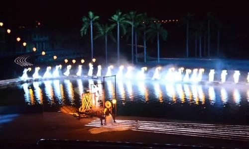 Các đại sứ xem show thực cảnh ở Hội An, pháo hoa ở Đà Nẵng