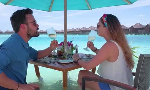 Bữa ăn trưa giữa biển xanh ở Maldives với thực đơn tự chọn
