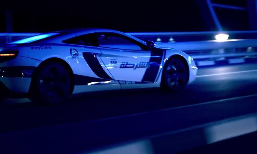 Cảnh sát cưỡi siêu xe đi tuần ở Dubai
