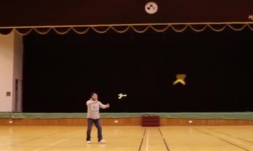 Màn ném boomerang bách phát bách trúng trong video quảng bá Seoul