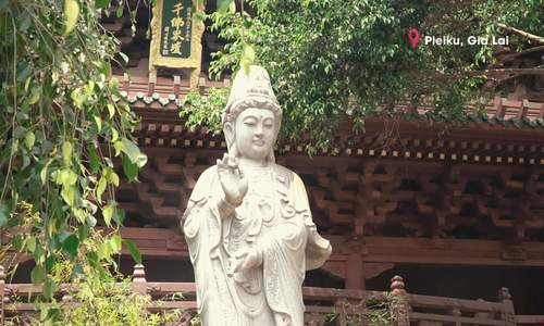 Ngôi chùa có tượng Phật nằm giữa lòng hồ ở Gia Lai