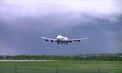 Lý do nhiều máy bay sắp hạ cánh bỗng bay ngược lên trời