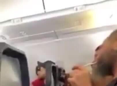 Lén hút thuốc trong toilet, hành khách Mỹ bị cấm bay suốt đời
