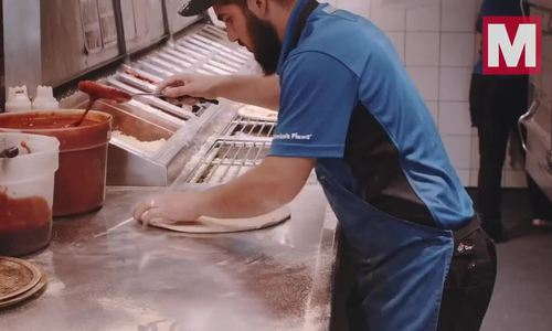 Chiếc pizza được làm nhanh châu Âu với 27 giây