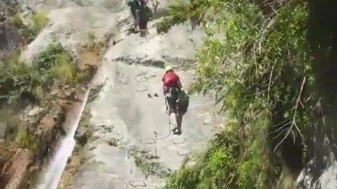 Chinh phục đường leo thác cao nhất thế giới - ảnh 1