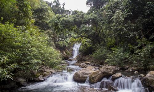 VZN News: Thác nước như tóc mây ở tây Trường Sơn