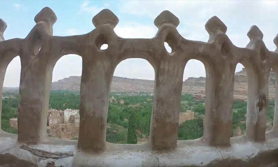 Du khách khám phá cung điện đá Yemen