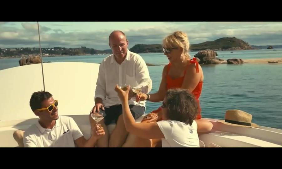 Khách sạn nổi lấy cảm hứng phim James Bond