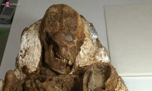 Prehistoric mother and child discovered