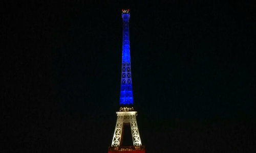 Paris and Berlin pay tribute to victims of attack in Nice