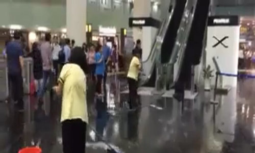 The ground floor of Bitexco Tower submerged