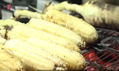 For this special Saigon grilled corn, you have to wait for hours