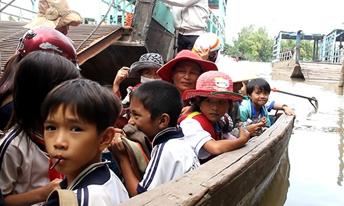 Kids risking their lives to reach school on tiny boats