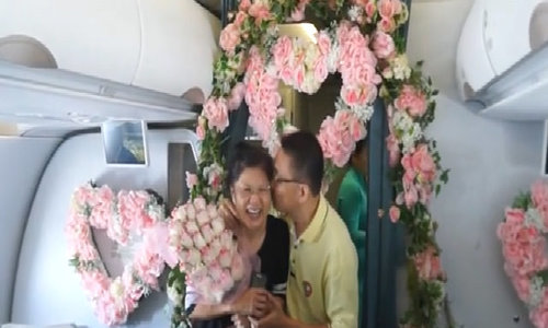 Malaysian couple have pearl of an anniversary on Vietnam Airlines flight
