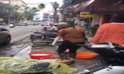Hanoi restaurant fined for preparing food with boots
