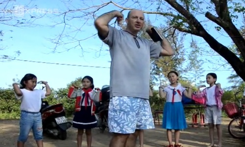 Meet Bruno, the man who teaches English to My Lai children