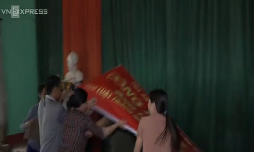 Family protests at government office in Vietnam