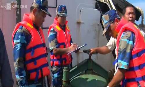 Vietnam coast guards seize illegal diesel from foreign boats
