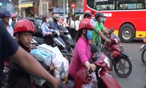 And the holiday begins! Vietnamese, tourists battle traffic mess